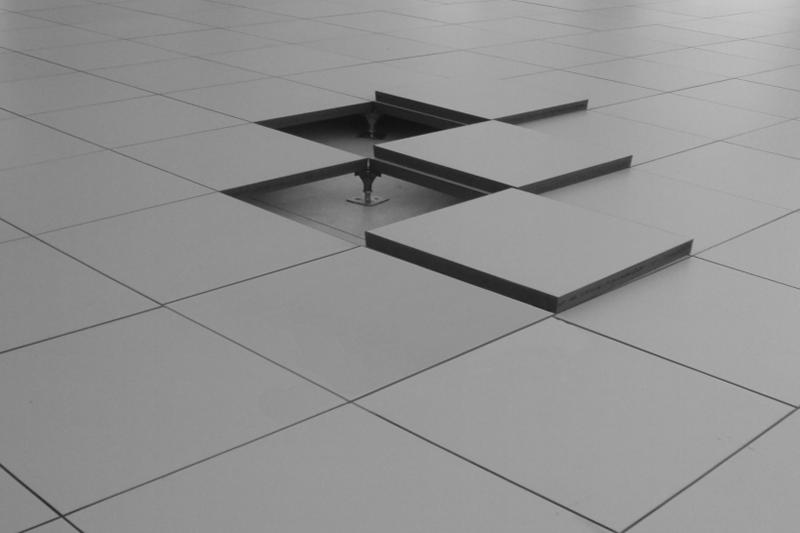 anisio-revestimentos-blog-as-vantagens-do-piso-elevado-para-sua-empresa